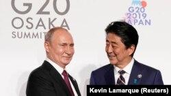 Presidenti rus, Vladimir Putin dhe kryeministri japonez, Shinzo Abe.