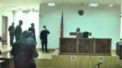 Քոչարյանի և մյուսների պաշտպաններն ակցիա իրականացրին` դժգոհելով նիստի հետաձգման «ոչ պատշաճ իրազեկումից»