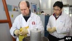 Інспектори МАГАТЕ опломбовують зупинене виробництво збагаченого урану, Натанз, Іран, 20 січня 2014 року