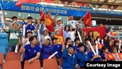 Түштүк Кореядагы кыргыздар Инчхондо өткөн Азия оюндарында мекендештерин сүрөп жатышат.