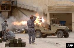 Проурядові сили під час боїв за Бейджі, фото 16 квітня 2015 року