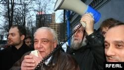 Буковский не попал в избирательный бюллетень, но свое участие в выборах бесполезным не считает