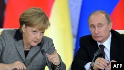German Chancellor Angela Merkel and Russian President Vladimir Putin in Moscow on November 16.