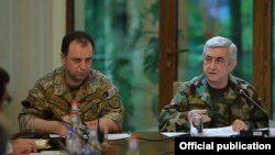Armenia - President Serzh Sarkisian speaks at a meeting with Defense Minister Vigen Sargsian (L) and other officials in Dilijan, 13Jul2017.