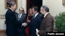 Микола Руденко (другий справа) і Рональд Рейган (ліворуч). Архівне фото