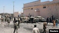 Військові на місці вибуху в столиці провінції Гельманд Лашкар-Гаху, Афганістан, 23 серпня 2017 року