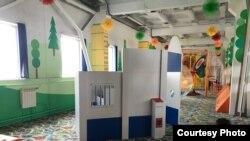 Аттракцион с тюремной камерой в детском центре Абакана
