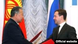 Кыргызстандын түштүгүндө Орусиянын аскер базасын ачуу тууралуу меморандумга орус жана кыргыз президенттери кол коюшту