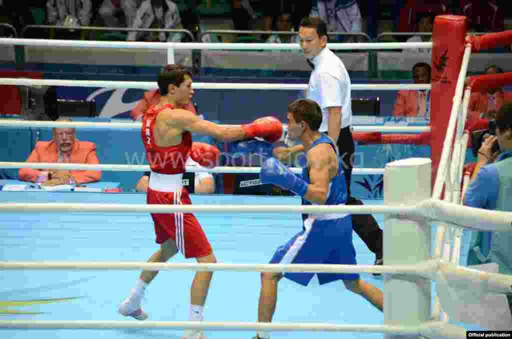 Турат Осмонов в полуфинале (в весовой категории до 49 кг) встретился с Биржаном Жакыповым из Казахстана.