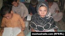 Ауған мектеп оқушылары. Джалалабад, 15 қараша 2011 жыл