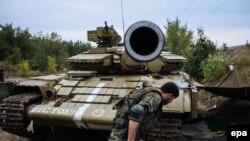 Авдеевка жанындағы бақылау бекетіндегі украиналық әскерилер. Донецк аймағы, 22 тамыз 2014 жыл.