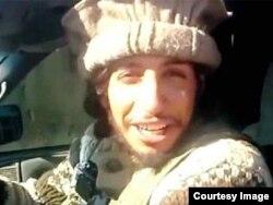 اباعود در مصاحبهای با نشریه «حکومت اسلامی» گفته است دستکم یک بار توسط یک افسر پلیس متوقف شده، اما او نتوانسته هویت واقعیاش را شناسایی کند، در نتیجه رها شده است.