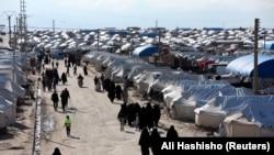 Женщины в лагере в местности аль-Холь. Апрель 2019 года.