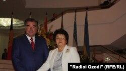 Президенты Таджикистана Эмомали Рахмон и Кыргызстана Роза Отунбаева на юбилейном саммите стран СНГ, Душанбе, 2 сентября 2011 г.