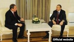 Stratfor Qlobal Kəşfiyyat şirkətinin yaradıcısı George Friedman və prezident İlham Əliyev, 2011-ci il