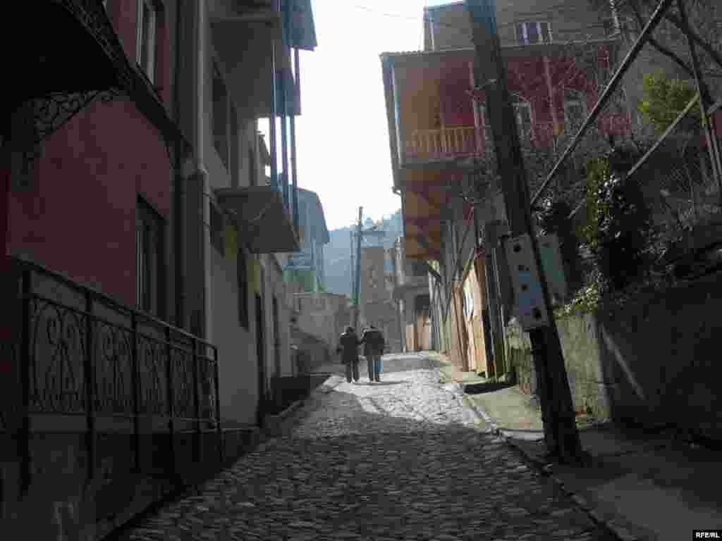 Bu yol Tbilisidə yaşayan azərbaycanlılara «İçərişəhər»i xatırladır