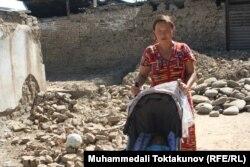 Зейнегуль Шакирбаева, жительница микрорайона в Оше, разрушенного в ходе межэтнического конфликта.