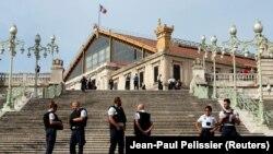 استقرار نیروهای پلیس فرانسه در اطراف محل حمله