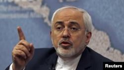 İranın xarici işlər naziri Mohammad Javad Zarif qərar dəyişməsə öz Samsung telefonundan imtina edəcəyi ilə hədələmişdi