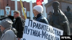 Сommunist Party members protest in Saratov on March 26.