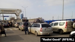 Tajik migrants trapped on the Kazakh border on March 16.