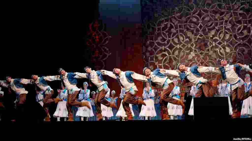 Татарстанның җыр-бию ансамбле концерты