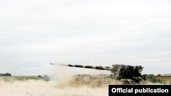 Azerbaijan -- An artillery training of Azerbaijani Army, the photos from the Ministry of Defense, 28Aug2015