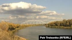 Мост в Уральске. Иллюстративное фото.