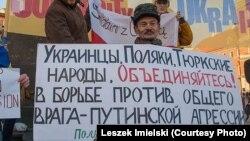 Нафис Кашапов, активист из Татарстана, во время демонстрации в Варшаве