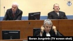 Stojan Župljanin (L) i Mićo Stanišić tokom suđenja pred Tribunalom u Hagu