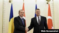 În 2015 la întîlnirea dintre președinții Tayyip Recep Erdogan și Klaus Iohannis, la București