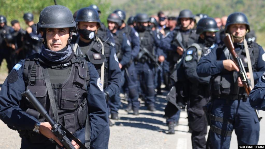 Pjesëtarë të Policisë së Kosovës, në Jarinjë. (26 shtator)