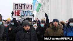 Урал Байбулатов и Руслан Нуртдинов на шествии 23 января