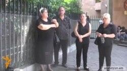 Որդեկորույս կանանց արգելեցին բարձրանալ Բաղրամյան 26