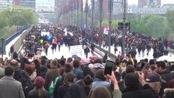 Protestna šetnja preko Brankovog mosta