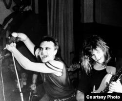 Az Alisa keményrock-zenekar a Leningrádi Rock Klubban, 1987-ben.
