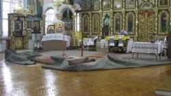 Прихожане устраняют последствия дождя в храме Симферополя (видео)
