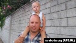 Андрэй Прылуцкі з малодшым сынам