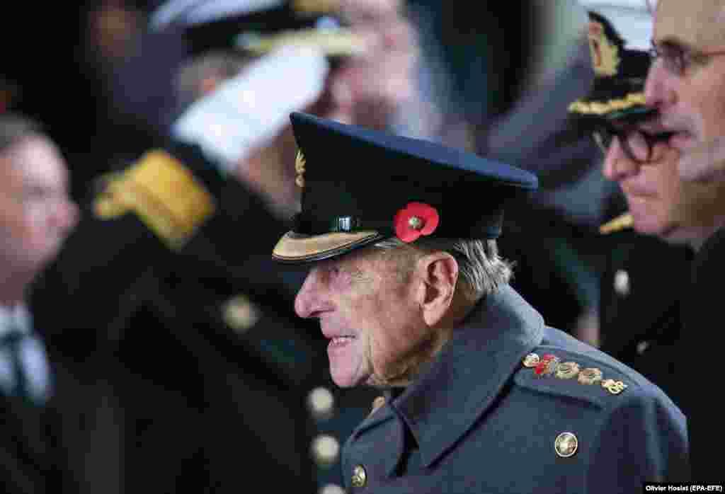 O imagine datată 11 noiembrie 2013 îl arată pe prințul Philip, ducele de Edinburgh din Marea Britanie, participând la o ceremonie de comemorare a sfârșitului primului război mondial la memorialul Menin Gate din Ypres, nordul Belgiei.