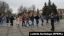 Хоровод н акции протеста 21 апреля в Пскове