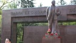 Lenin, maci, voroave și Voronin