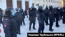 Сотрудники полиции на акции 23 января в Тюмени