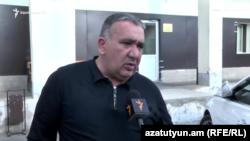 Директор торгового центра «Ариндж Молл» Самвел Акопян беседует с журналистом Радио Азатутюн, Ереван, 9 апреля 2019 г.