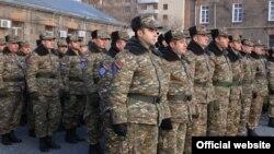 ჯარისკაცები სამხედრო ბაზაზე ერევანში