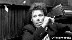 Том Уэйтс у фільме Джыма Джармуша «Кава і цыгарэты» (2004).
