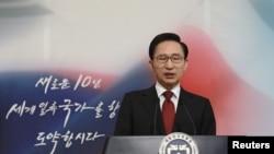 Јужнокорејскиот лидер Ли Мјунг Бак