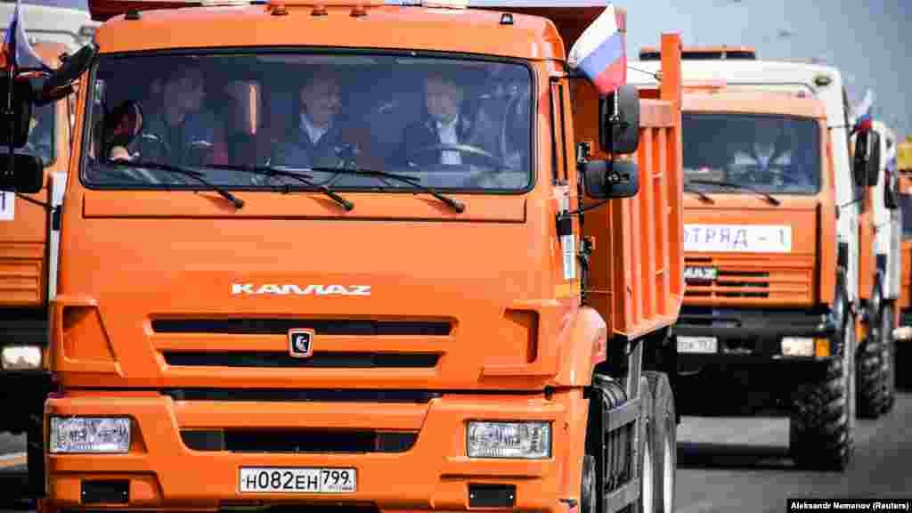 В МИД Украины заявили, что будут добиваться расширения санкций из-за строительства моста через Керченский пролив.