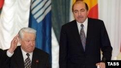Орусия -- Президент Борис Ельцин жана Борис Березовский КМШ саммитинде. Москва, 29-апрель, 1998-жыл.