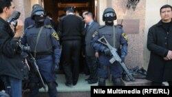 اثناء تشييع ضابط في وزارة الداخلية المصرية