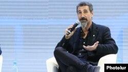 Серж Танкян в Ереване, 9 октября 2019 г.
